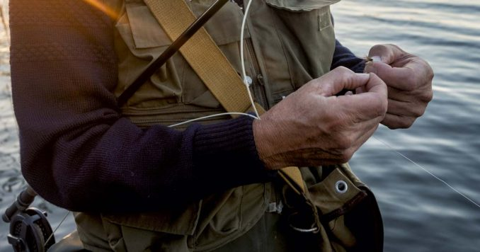 tying a clinch knot