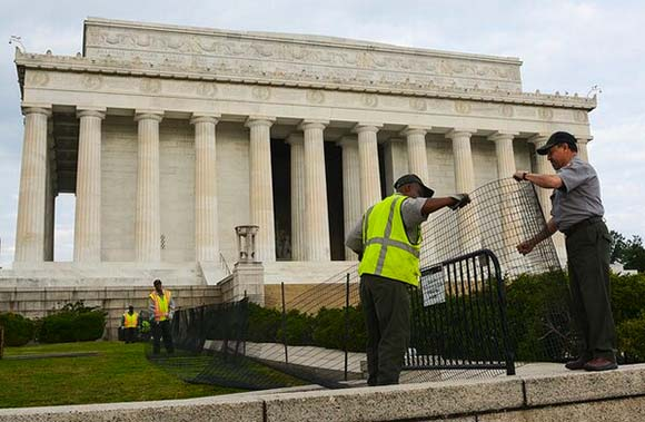 Washington D.C. Landmarks Being Barricaded by Park Police