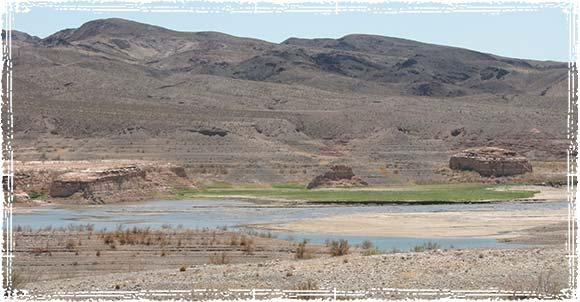 Picture of Lake Mead's falling water level