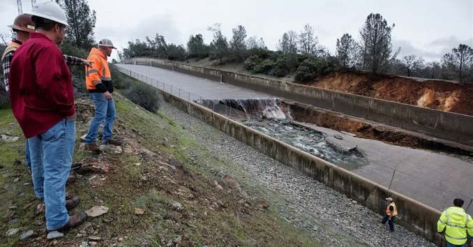 Hole in the Oroville Spillway