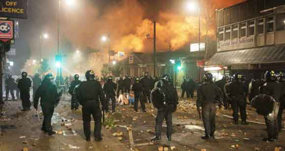 London Riots Police in the streets